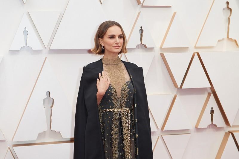 Kreacja Natalie Portman z nazwiskami kobiet-reżyserek, które zostały pominięte w nominacjach do Oscarów za 2019 rok