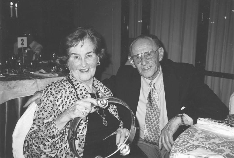 Lale Sokolow i jego żona Gita na przyjęciu