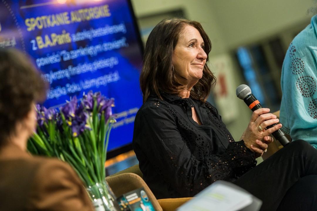 B.A. Paris podczas spotkania autorskiego w Poznaniu