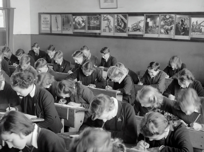 Uczniowie w klasie podczas lekcji
