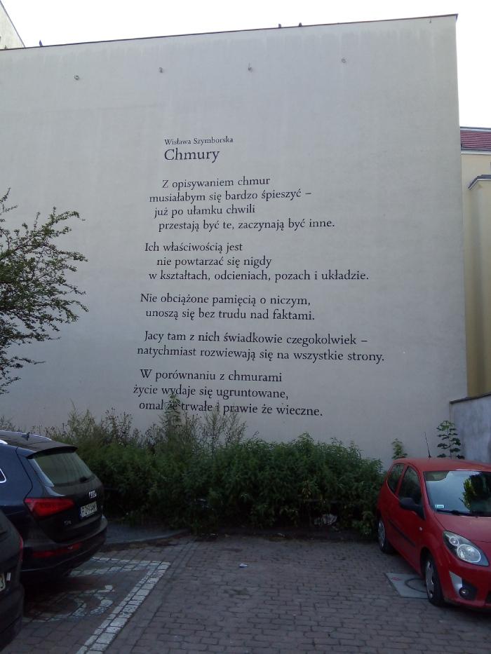 Wiersz Wisławy Szymborskiejna poznańskim muralu
