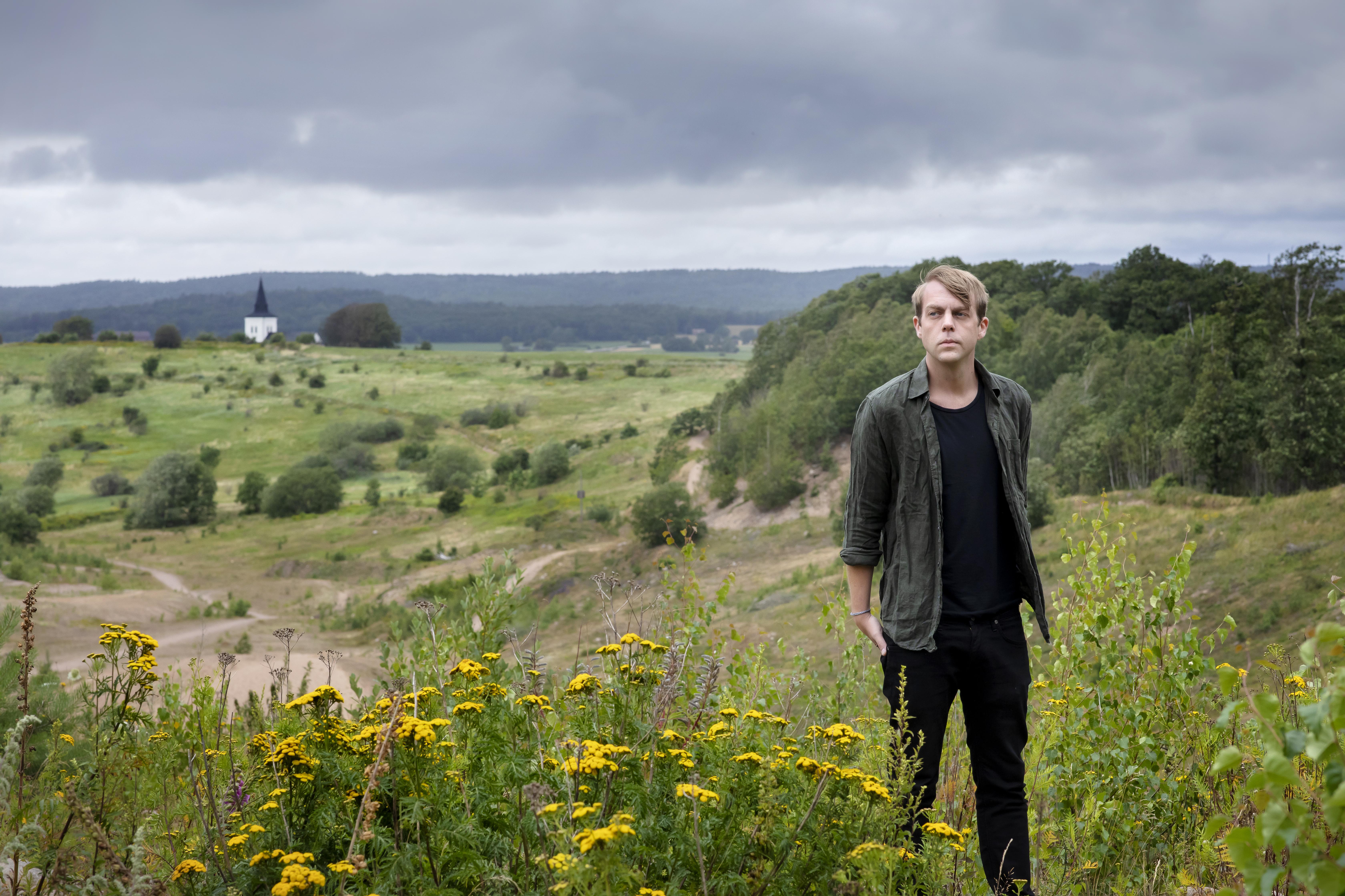 Christoffer Carlsson na tle pejzażu w Norwegii