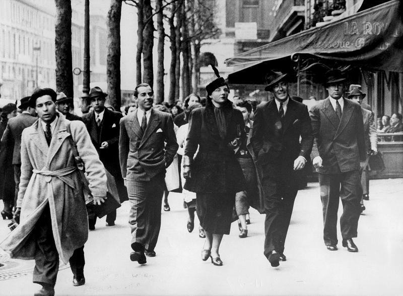 Księżniczka Juliana po metamorfozie, z Bernhardem na Rue Royale w Paryżu, 5 kwietnia 1937 roku