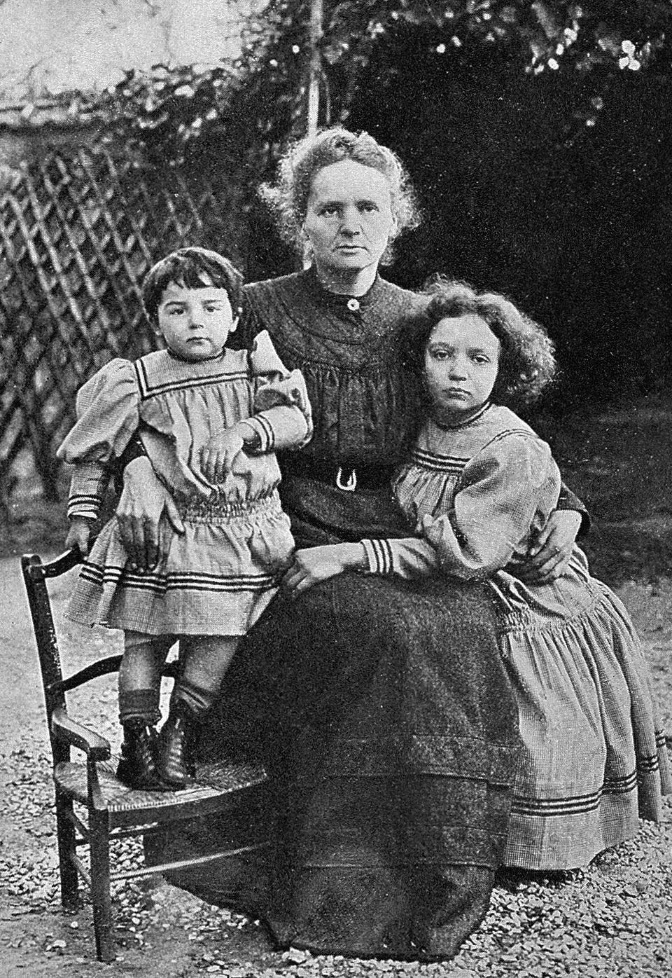 Maria Curie-Skłodowska z córkami Ewą i Ireną